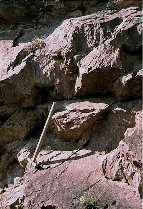 shatter cones im Gelände Granit Rochechouart Impaktstruktur Frankreich