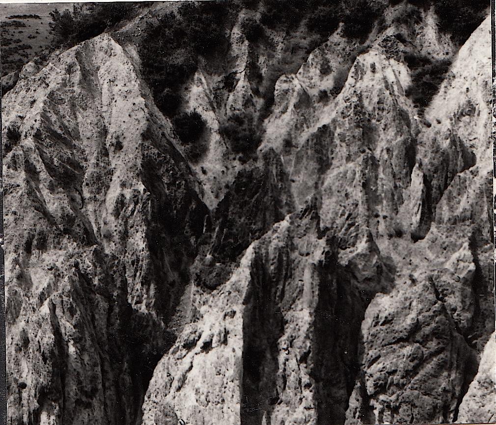 Badlands-Morphologie im Gesteinsgrus des Olalla-Blocks
