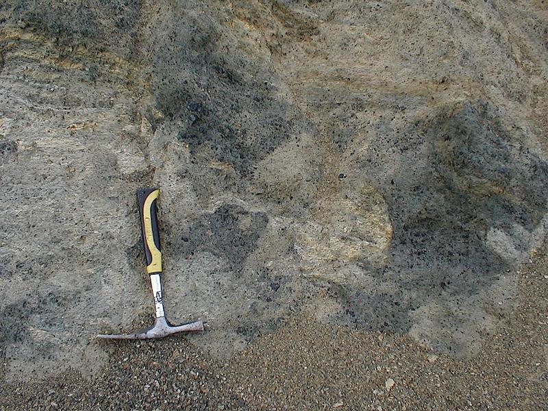 Brekziierung und Vermischung von Sandstein und Tonschiefer